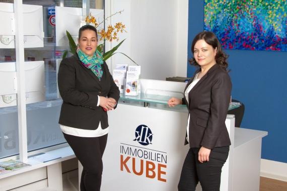 Kerstin Kube und Tatjana Krause im Büro von Immobilien Kube GmbH